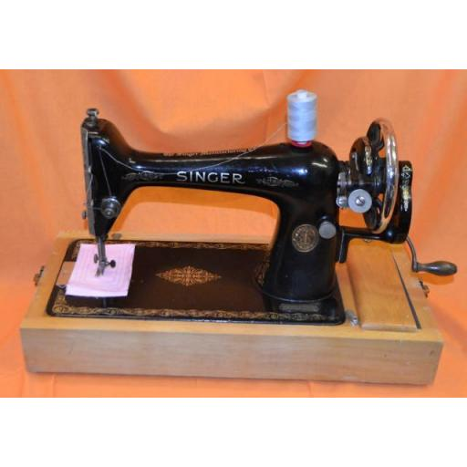 SINGER 66k Hand Cranked Heavy Sewing Machine.